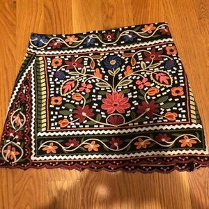 cute patterned mini skirt! says Size 10 but fits 6